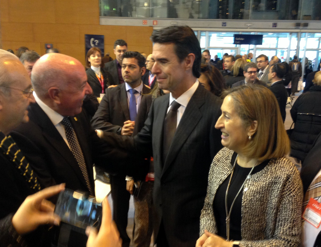Eth sindic d'Aran Carlos Barrera damb es ministre José Manuel Soria, e Ana Pastor en Fitur 2016