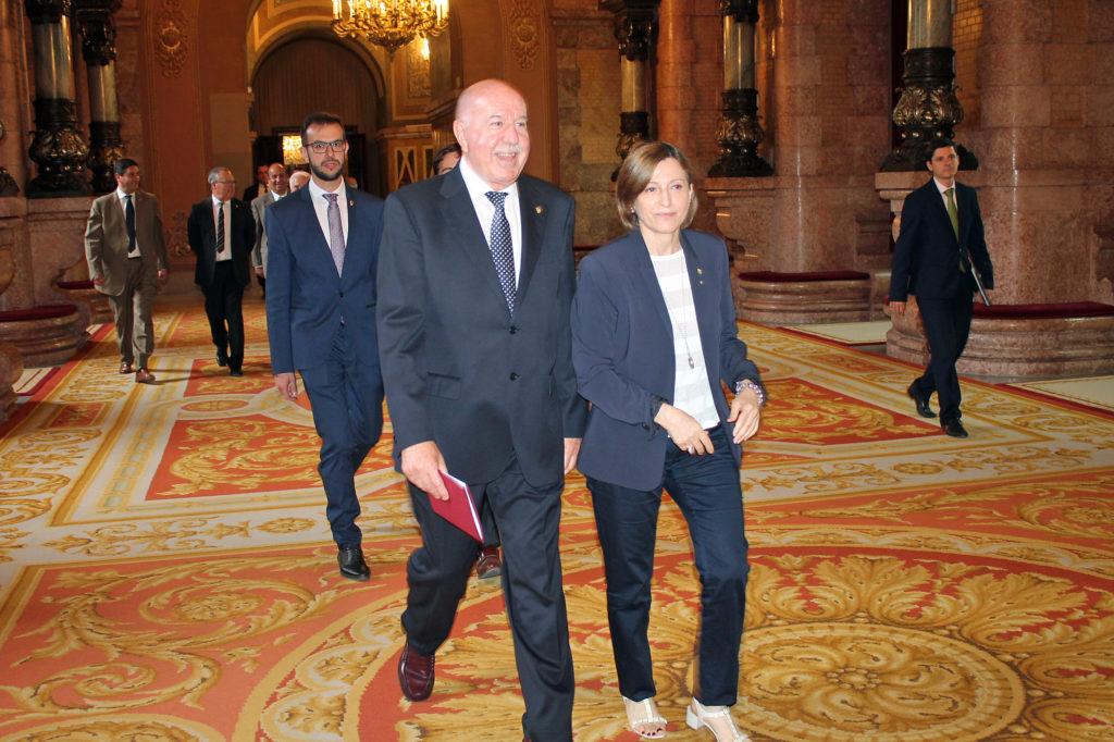 La mesa del parlament de catalunya rep el ple del conselh for Mesa parlament